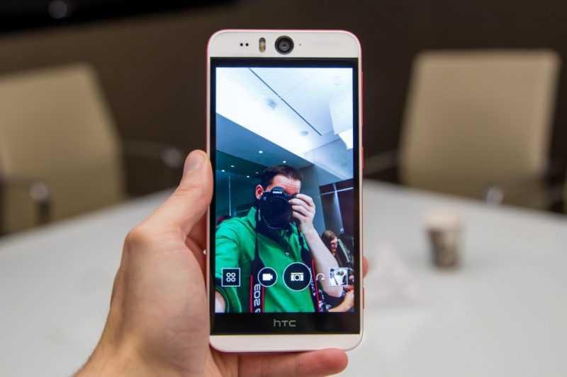 Фотографирование на фронтальную камеру HTC Desire Eye