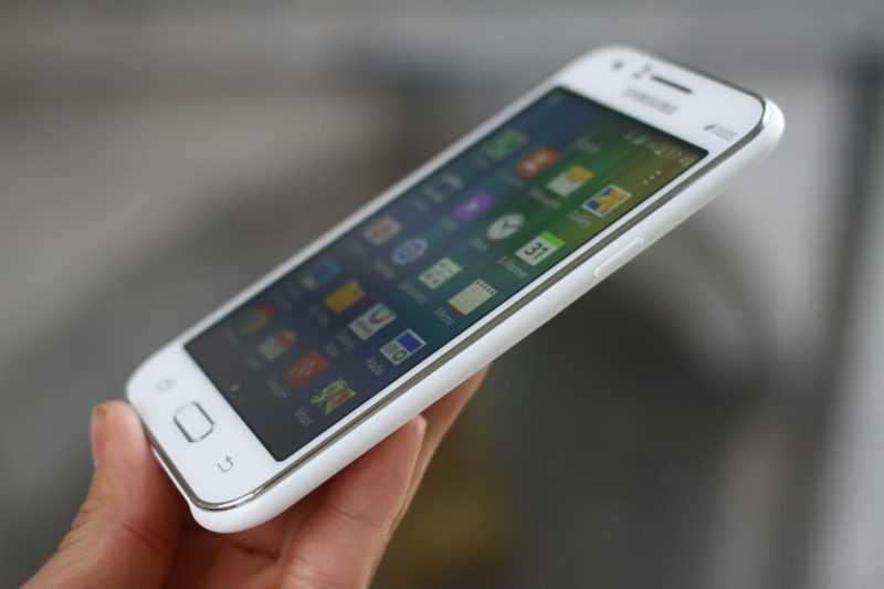 Углы обзора экрана на смартфоне Samsung Galaxy J1 SM-J110