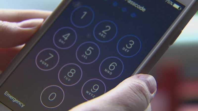 Компания Apple пытается выяснить как ФБР удалось взломать iPhone
