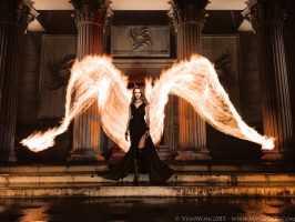 Черный ангел с горящими крыльями