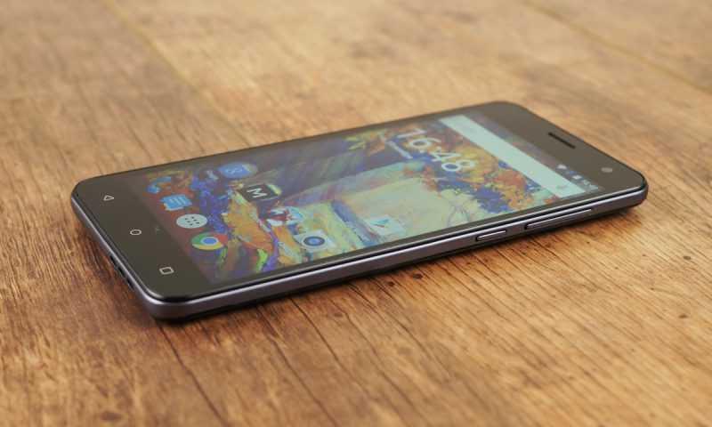 Смартфон Fly Cirrus 0 FS504 - внешность сбоку