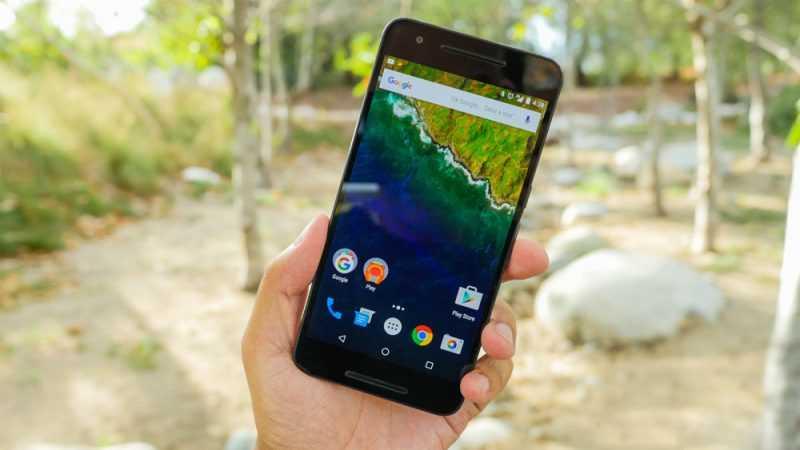 Google Nexus 6P в руке