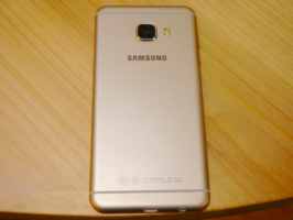Samsung Galaxy C5 сзади