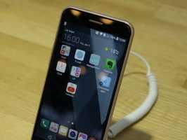 LG рекламирует широкоугольные селфи на LG K10 (2017 г.)