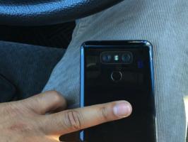 LG G6 сфотографировали вживую с глянцевой задней панелью