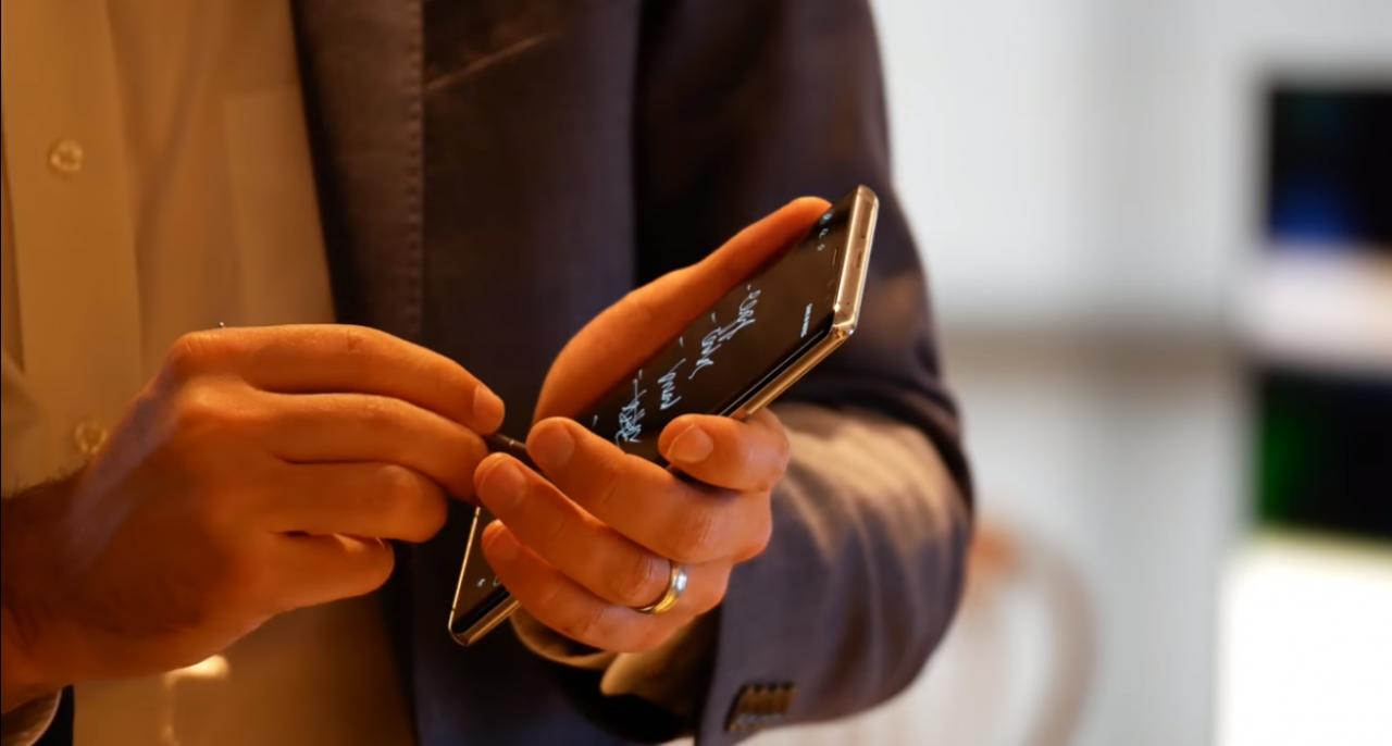 Заметки в Samsung Galaxy Note 8 можно делать не включая смартфон