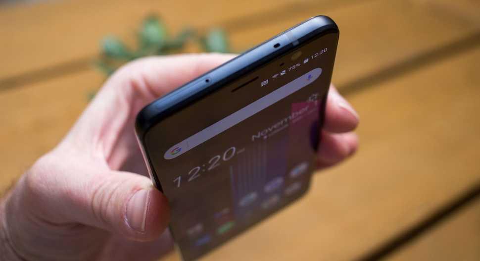 HTC U11 Plus — флагманский фаблет с тонкими рамками