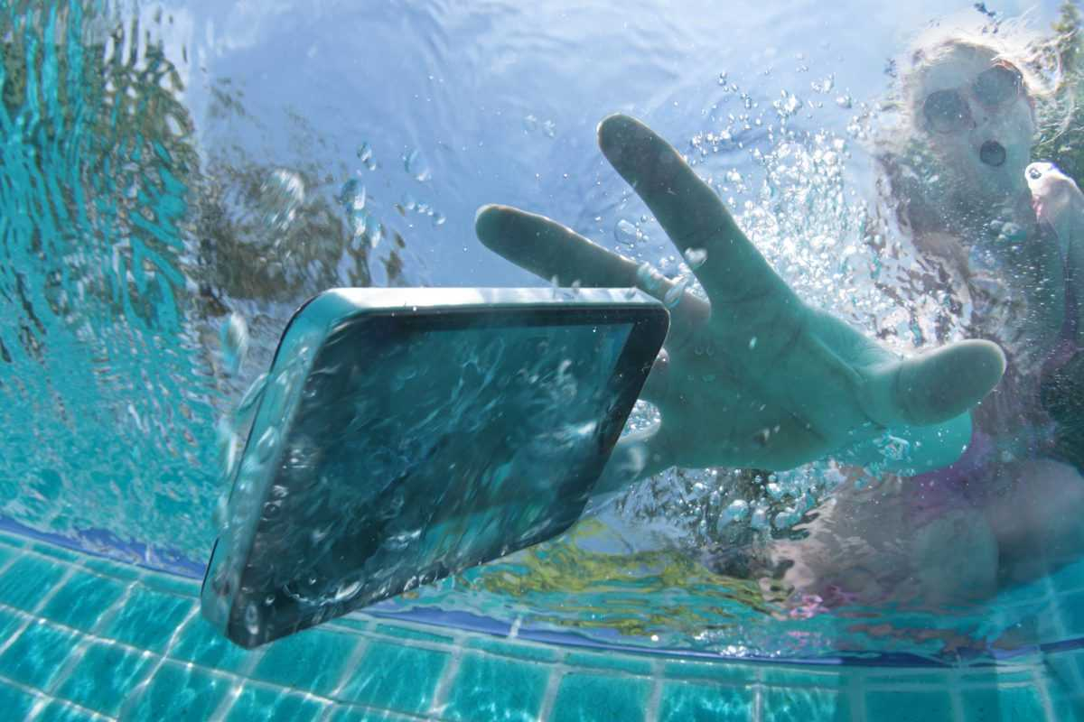 What to do if your mobile fell in water?