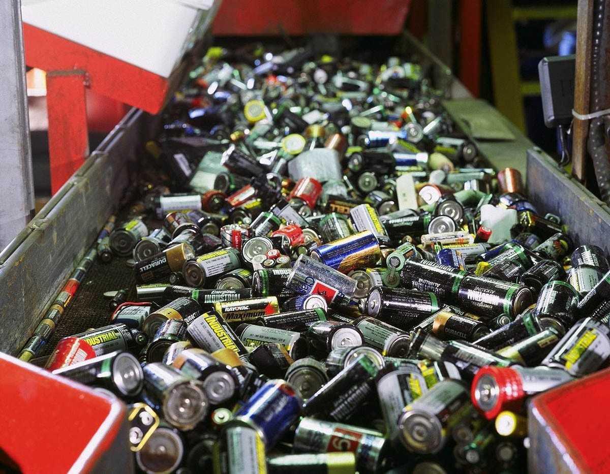 Зачем собирают батарейки использованные